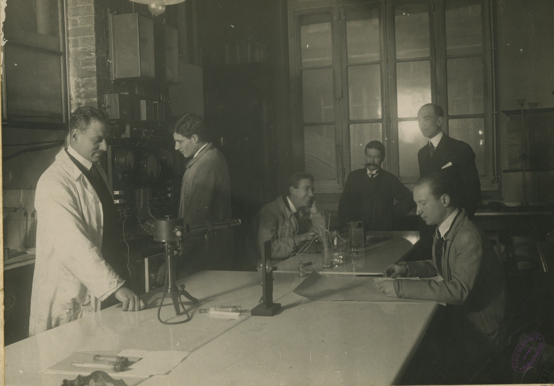 Photographie d'un laboratoire de l'Ecole des mines de Paris, 1925