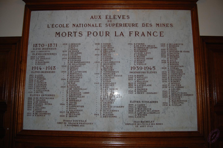 Photographie du monument aux morts actuel de l'Ecole des mines de Paris.